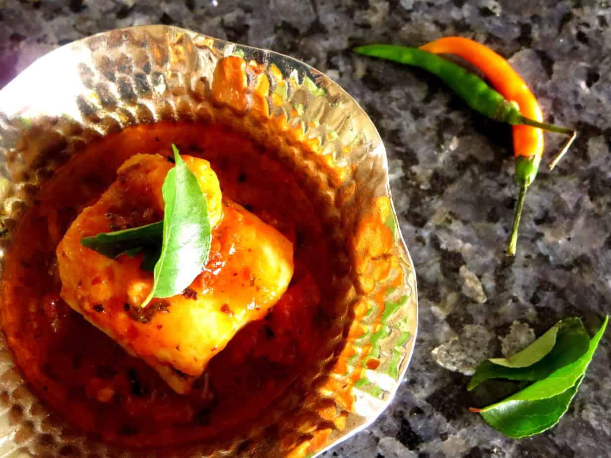 Fish kadhai karahi or fish in tomato sauce flour spice for Fish in tomato sauce